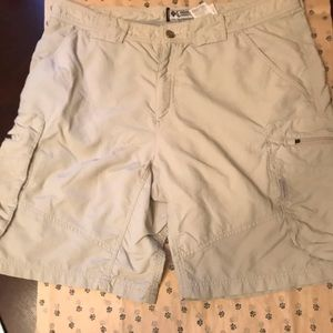 MENS COLUMBIA CARGOES